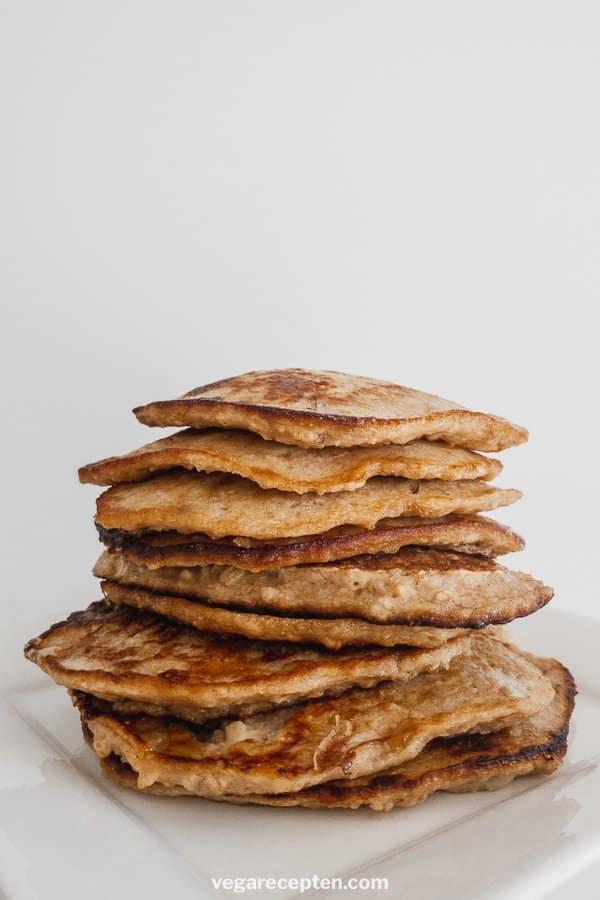 Banana pancakes with oatmeal