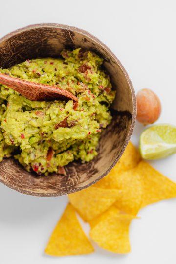 Guacamole maken met nachos