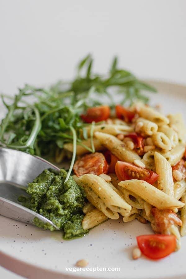 Vegetarian pasta pesto