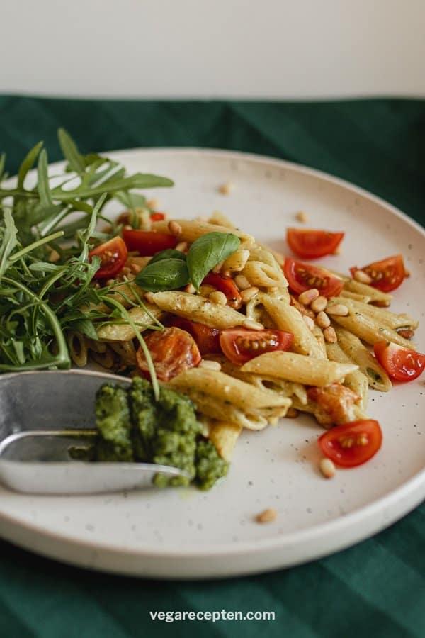 Vegetarische pasta pesto rucola