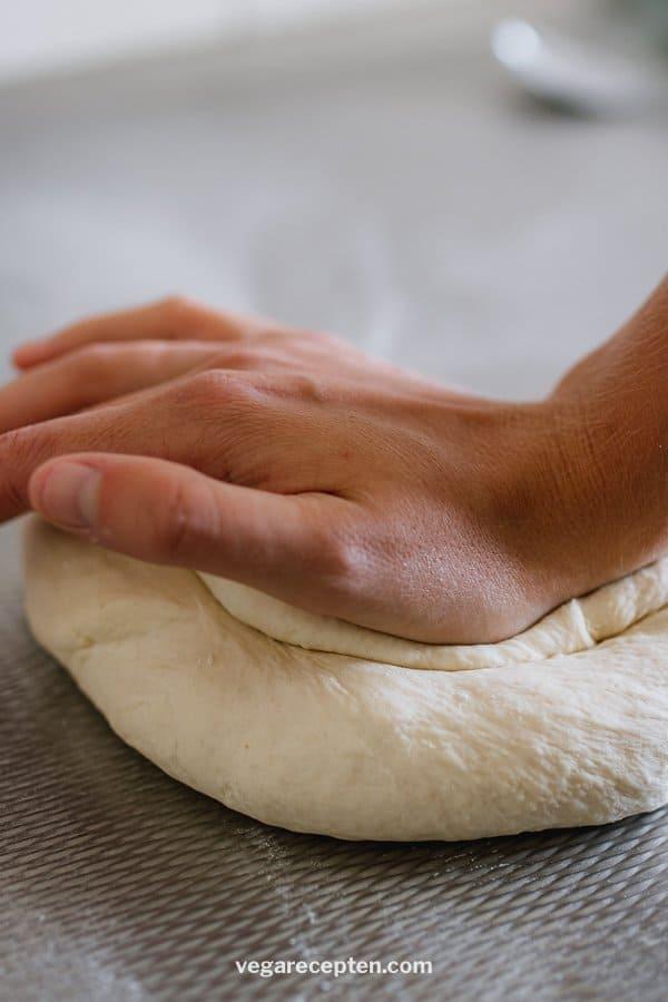 pizzadeeg kneden