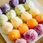 Regenboog kokos balletjes met fruit