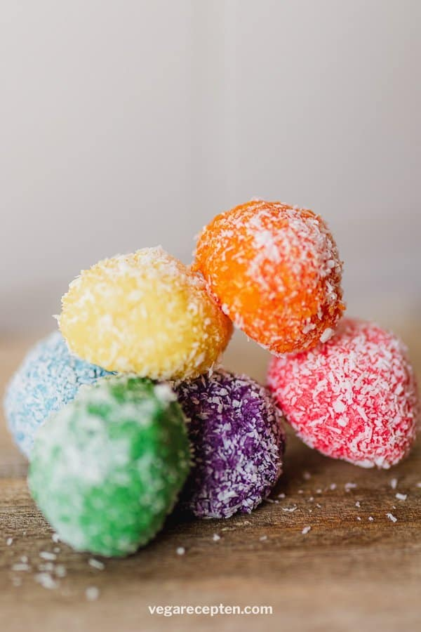 Regenboog kokosballetjes