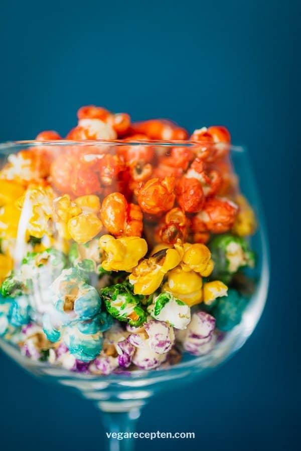 Regenboog popcorn cocktail