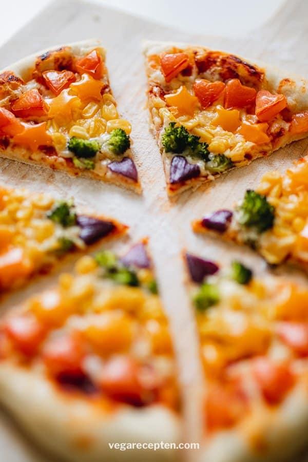 Zelf pizza maken regenboog beleg