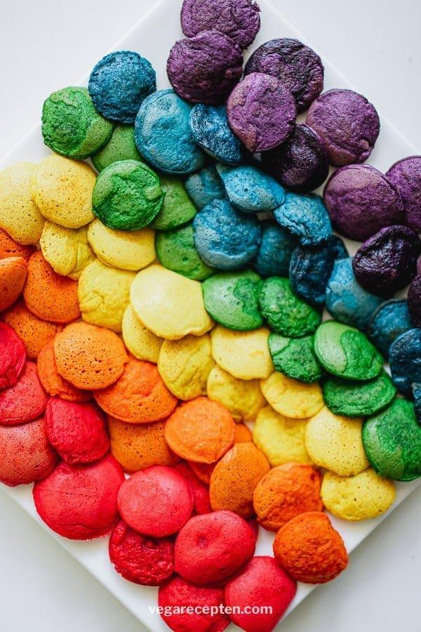 Regenboog poffertjes bakken