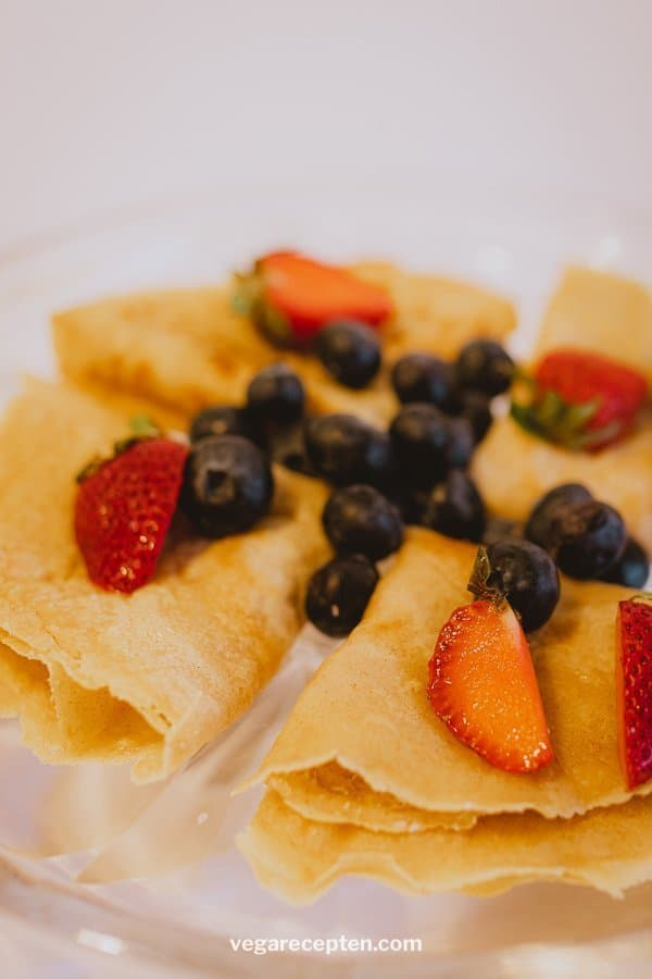 Red fruit pancakes without egg