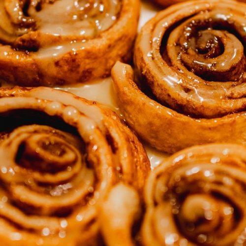 Cinnamon rolls recept kaneelbroodjes maken met croissantdeeg