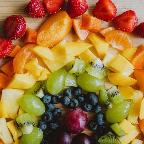 Regenboog fruitsalade maken