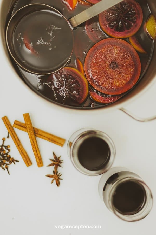 Make non-alcoholic mulled wine