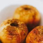 Appel uit de oven met kaneel en suiker