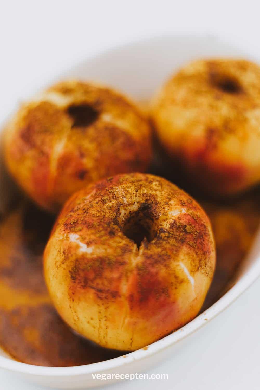 Gebakken appel met kaneel suiker boter