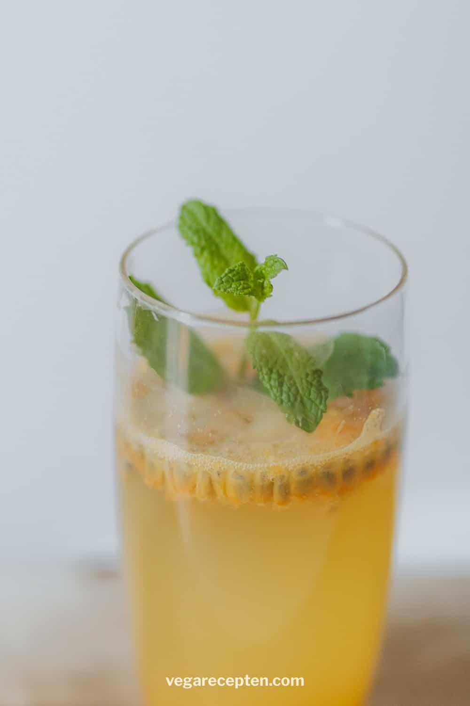 Gin tonic maken met passievrucht munt