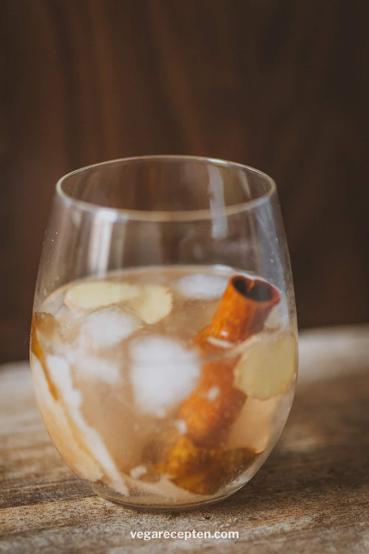 Gin tonic peer gember kaneel
