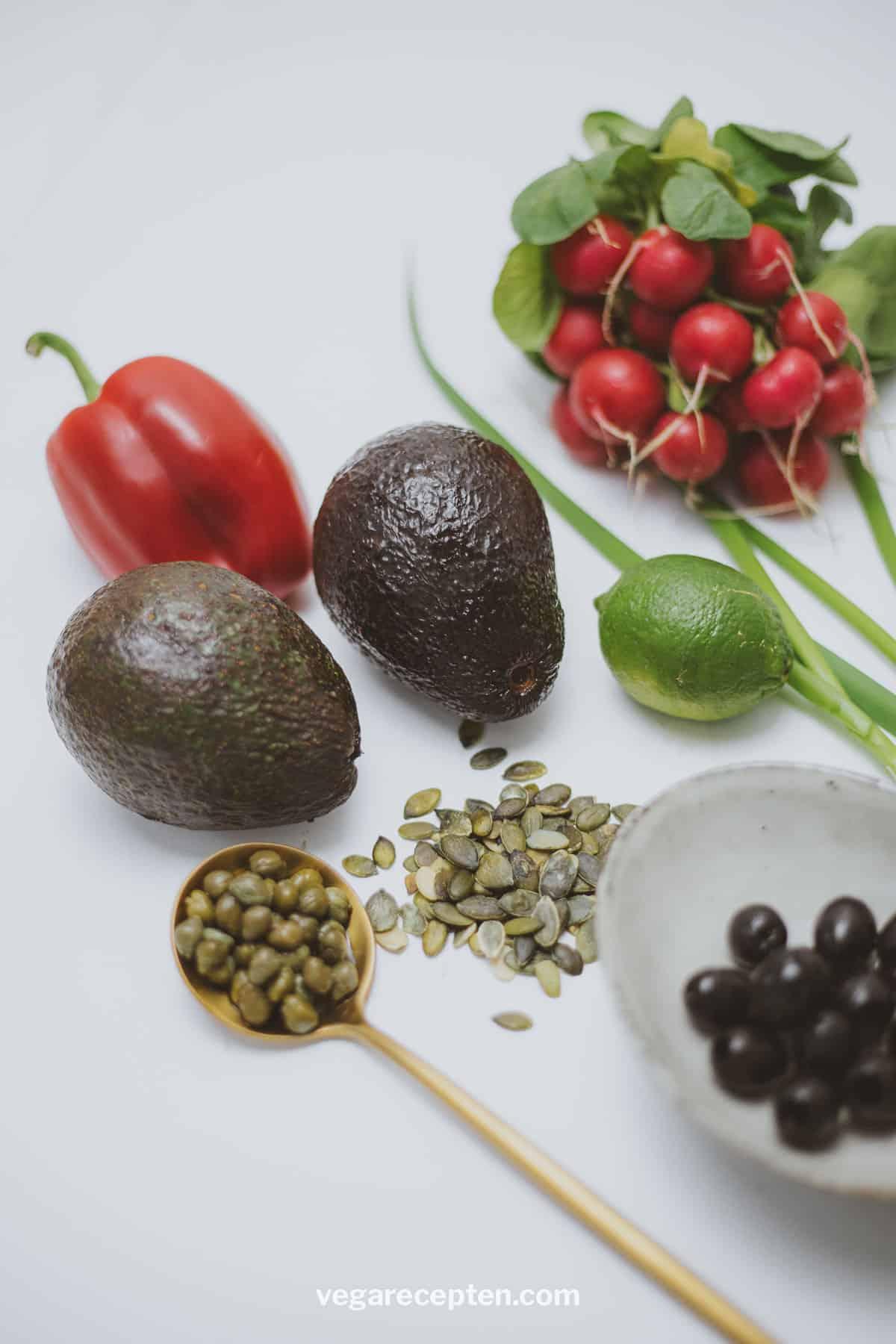 Gevulde avocado salade ingredienten