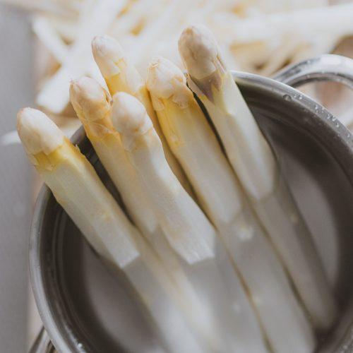 Witte asperges koken