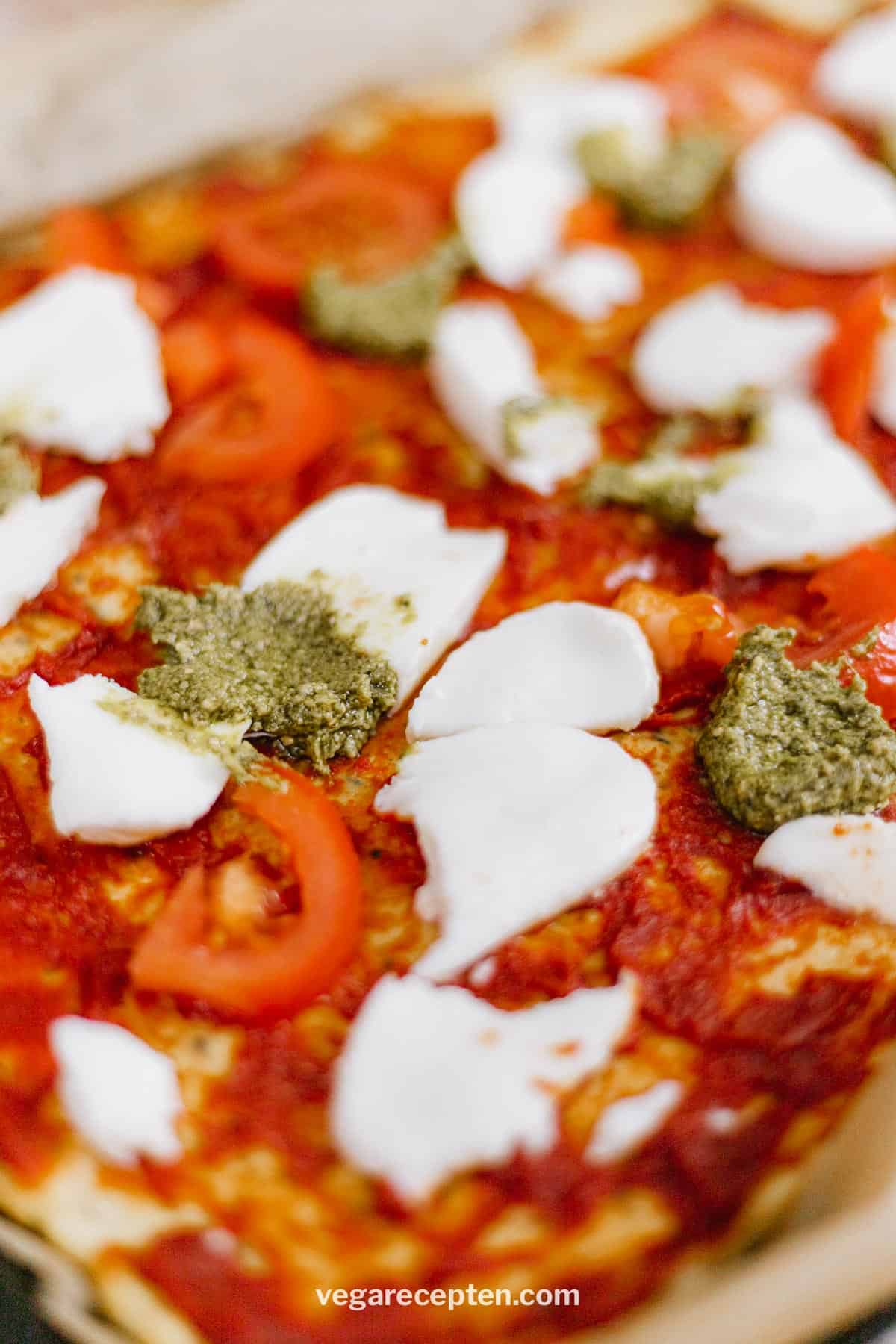 Bloemkoolbodem beleggen pizza