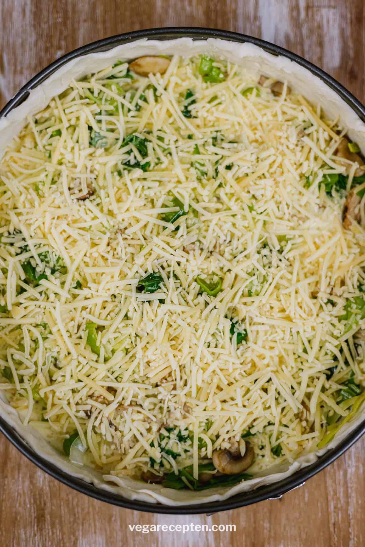 Preitaart met champignons en kaas