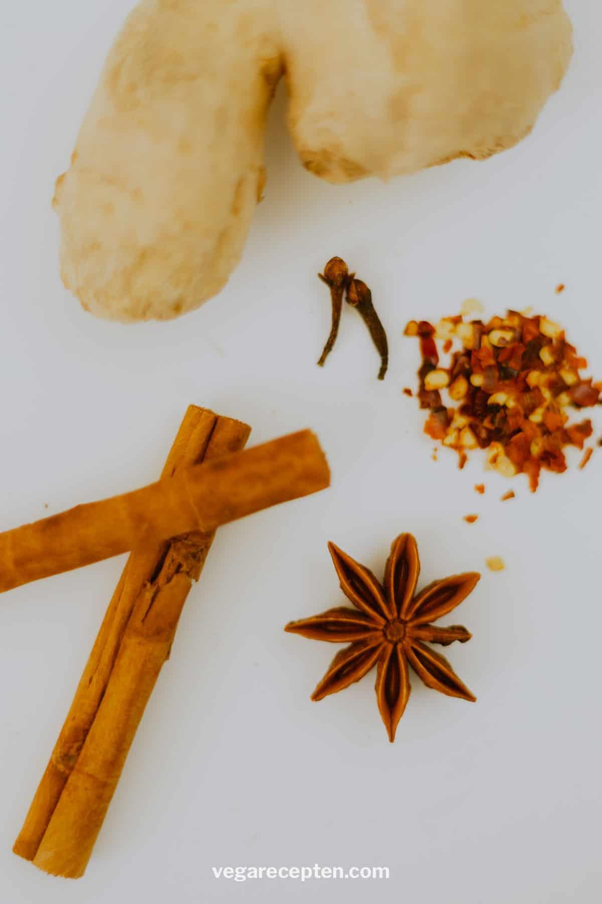 Warme chocolademelk variatie kruiden kaneel anijs chili gember